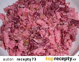 Těstovinový salát s červenou řepou a kuřecím masem