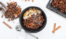 Granola z naklíčené pohanky se skořicí a meruňkami
