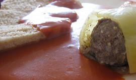 Papriky plněné mletým masem s rajskou omáčkou (z parního hrnce)