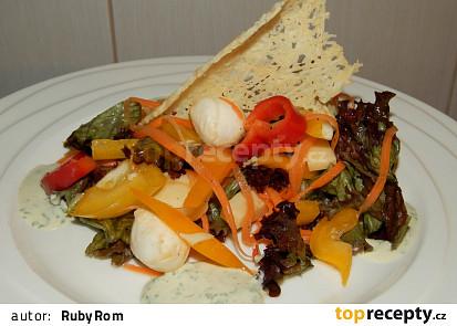 Salát se třemi druhy sýra