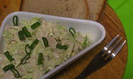 Salát z čínského zelí s vejci a kuřecím masem