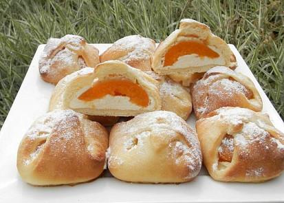 Šátečkové koláčky s tvarohem a meruňkami