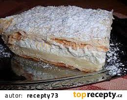 Vanilkový řez se šlehačkou z listového těsta