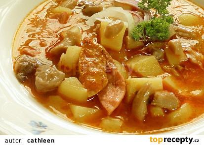 Bramborová gulášová polévka s hlívou