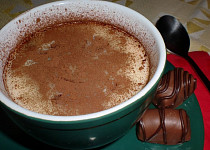 Horký krém z bílé čokolády