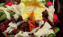 Křupavý salát z červené řepy