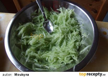 Okurkový salát (sladkokyselý)