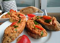 Ostřejší  pomazánka z brambor a sušených rajčat