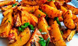 Pečené brambory s drcenými rajčaty a bylinkami