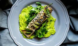 Pečený losos s avokádem a salátem