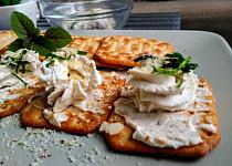 Pomazánka s čerstvým  přírodním sýrem a oříšky