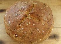 Rozmarýnový chléb s česnekem
