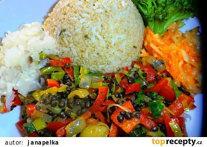 Černá čočka s pórkem a paprikou