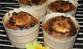 Kakaové muffiny s čokoládou a kuličkou rafaelo