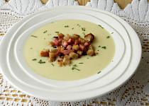 Krémová kedlubnová polévka se smetanou