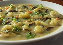 Květáková polévka se sušenými houbami