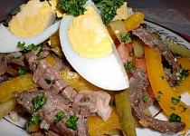Salát z hovězího masa s vejci