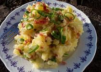 Šťouchané brambory s jarní cibulkou