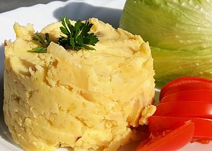 Šťouchané brambory se zakysanou smetanou