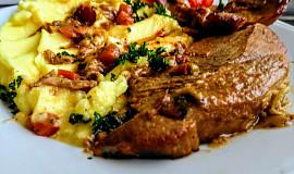 Vepřová plec, pečená v pikantní marinádě s hráškem a mrkví