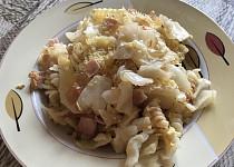 Zapečené těstoviny se zelím a uzeným masem