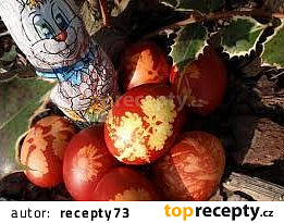Vejce natvrdo barvená v cibulových slupkách