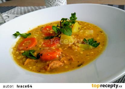 Pohankový guláš s kuřecím masem a zeleninou
