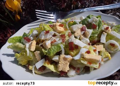 Salát s vejcem a slaninou