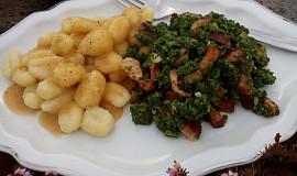 Špenát s debrecínským špekem nebo slaninou