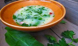 Uzená polévka s krupicí a jarními bylinkami