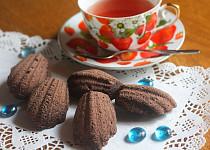 Kakaové madlenky s kapkou Amaretta a špetkou skořice