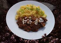 Nakládané vepřové maso dušené na cibuli