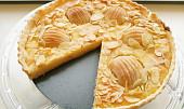 Nashi koláč s mascarpone a mandlemi