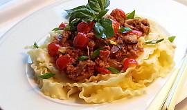 Pikantní klobásová směs s chilli a těstoviny mafaldine