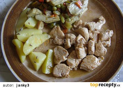 Přírodní kuřecí kousky, restovaná zelenina, brambory