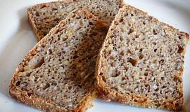 Pšeničný chléb s pohankou a semínky