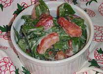 Salát z medvědího česneku a rajčat