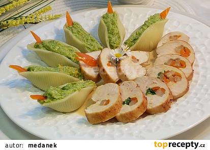 Těstoviny conchiglioni plněné brokolico-hrachovým pyré a špikované kuřecí prso