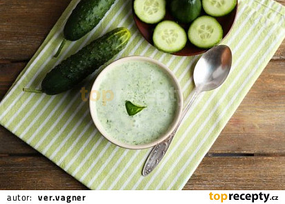 Ketodiet okurková polévka s řeřichou