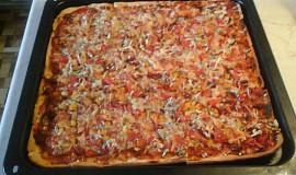 Pizza se šunkou a kukuřicí
