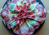Slaný dort se sýrem a salámem