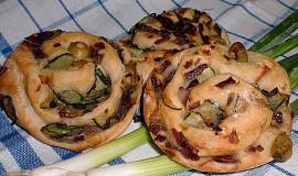 Chlebové šneky s cibulovou náplní