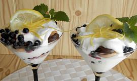 Citronový krém z mascarpone s borůvkami a  s piškoty