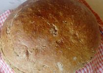 Domácí chleba ze žitné a hladké mouky