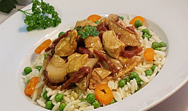 Kuřecí na sušených rajčatech, houbách a těstovinová rýže s hráškem