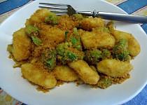 Noky s brokolicí a praženou strouhankou