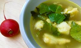 Polévka z listů ředkvičky