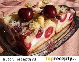 Třešňový koláč s tvarohem a drobenkou