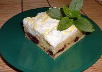 Třešňový koláč s vaječným likérem a hořkou čokoládou