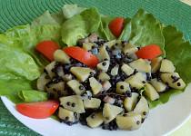 Dušené brambory s černou čočkou